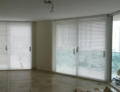 Horizontal-Blinds-Two-and-a-Half-Inches-Slot-Aventura-min